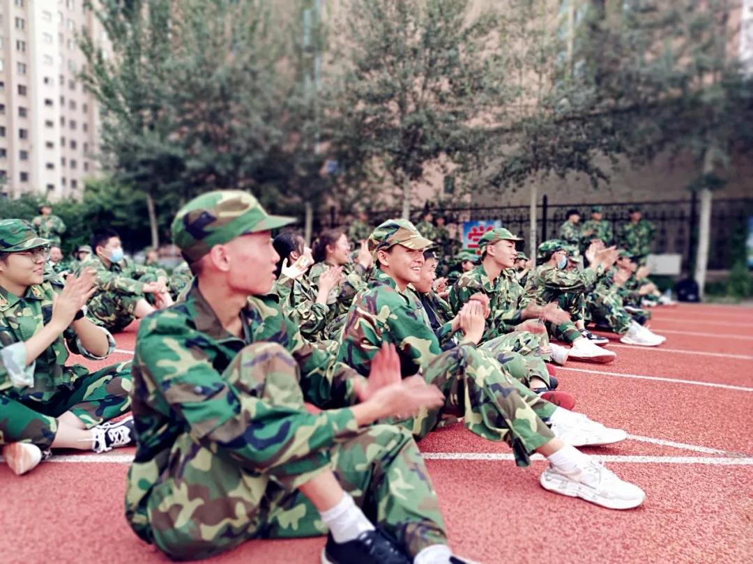 健体修身育栋梁_骄子英姿锐志昂_――记一机一中2020级新生军训开营